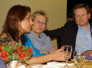 Erster Termin gleich nach der Landung: Eva und SPD-Kollege Frank Schwabe hören der neuen GLOBE-Generalsekretärin zu.