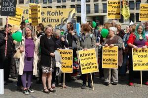 Eva bei Anti-Kohle-Flashmob vor Klimadialog-Konferenz in Berlin. (Foto: Privat)