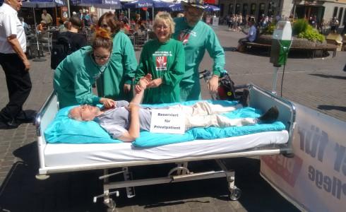 """""""Reserviert für Privatpatient"""": Aktion für mehr und besser bezahlte Pflegekräfte (Foto: Privat)"""