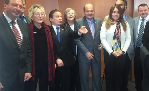 Eva und die Delegation im Bundestag (Foto: Privat)