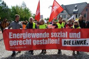 Hubertus Zdebel, Eva Bulling-Schröter, Sabine Leidig und Birgit Wöllert (v.l.n.r. in gelben Westen.) auf der Anti-Kohledemo am 14. Mai in Welzow (Foto: Privat)