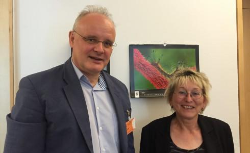 Forschung triff auf Politik: Prof. Dr. Jürgen Kropp und Eva Bulling-Schröter im Berliner Büro (Foto: Privat)