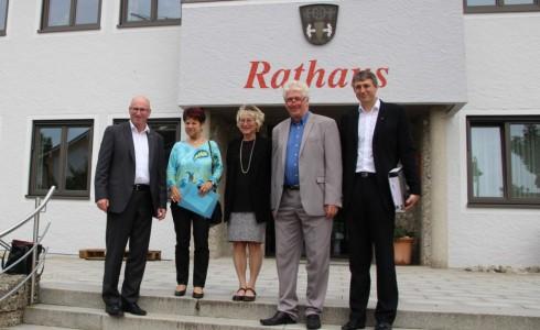 v.l.n.r.: Bürgermeister Kern, Frau Wölke, Eva Bulling-Schröter, Stadtrat Werner Eckl, Geschäftsleiter Bräuer (Foto: Privat)