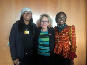 Klimazeugen im Bundestag: Eva mit A.G. Guerrero Saño (rechts) und Chinma George (links) (Foto: Privat)