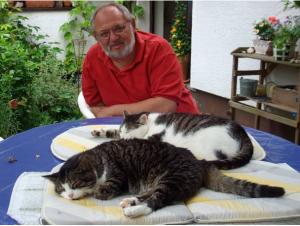 Wahlkreisbüroleiter Engelhardt beim seltenen, aber umso gemütlicheren Entspannen im Garten...