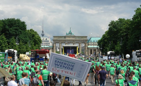 Demo gegen das Ausbremsen der Erneuerbaren am 2.6.2016 in Berlin (Foto: privat)